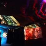 """Projektionen: Kunst von Gela, links """"Wave"""", rechts """"Water"""""""