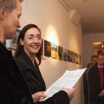 Barbara Kirsch während der Vernissage